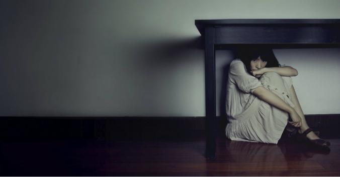 14061-fear-hide-scared-woman-1200w-tn